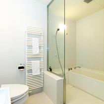 *3ベッドルームプレミアム室内一例/バスタブ付のバスルーム。