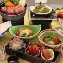 *温かいものは温かいうちにとの想いを込めた和食会席のおもてなしです。(写真はグレードアップ料理です)