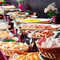 *人気の和洋朝食バイキングで朝から元気♪(料理一例)