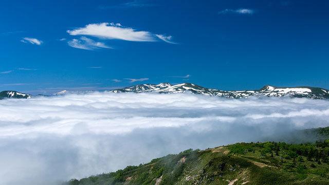 空中散歩の先には、、見えたら≪いいこと≫があるという、網張温泉名物の『雲海』