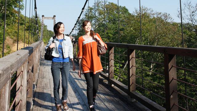 本館hArr;温泉館は吊り橋を渡り徒歩5分!散策がてら湯巡り♪