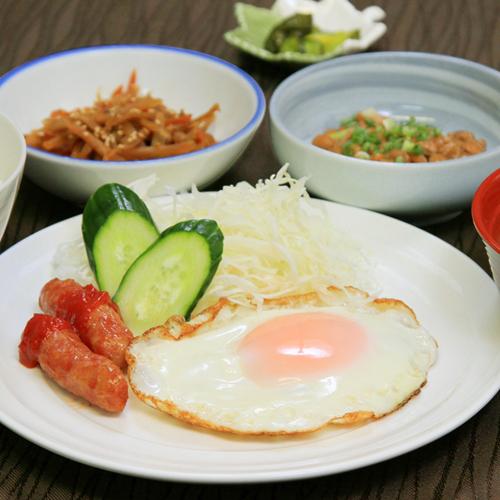 朝食(目玉焼き定食)