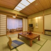 *和室8畳川側(客室一例)/清流のせせらぎを聴きながら、安らぎに満ちた空間でお寛ぎ下さい。