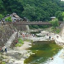 夏には川遊びも人気♪