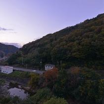 *和室8畳川側からの景観/自然豊かな風景をご覧いただけます。