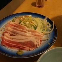 【*夕食一例】名物の白味噌鍋。白味噌の甘いお出汁は絶品です。