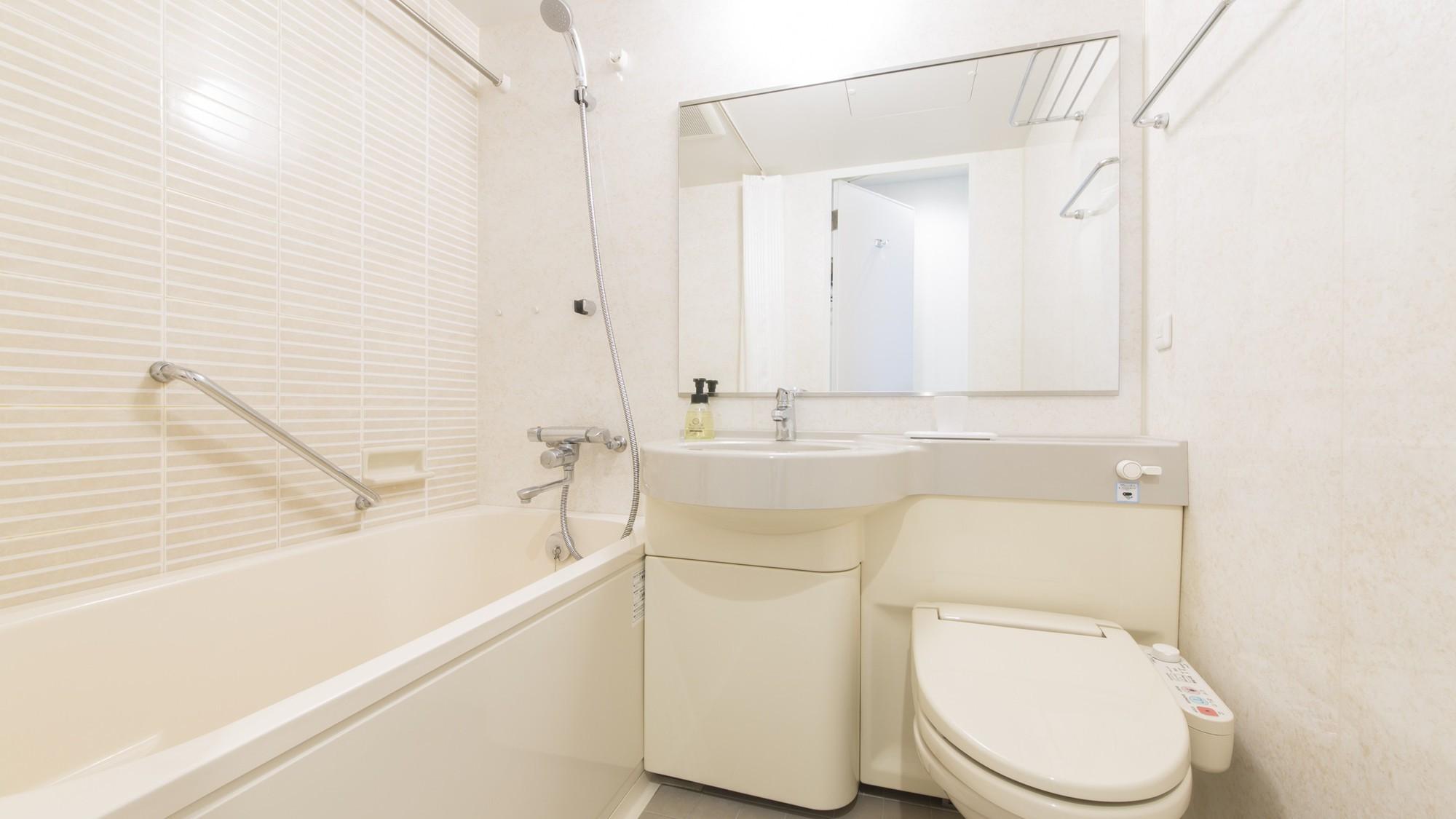 【バスルーム】バスルームはゆったりと体を伸ばせる大きさで、一日の疲れを癒すのにも最適です♪