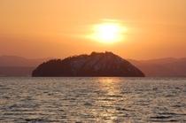 15 夕焼けの竹生島