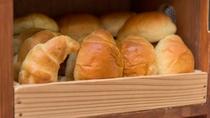 ご飯の他にパンもございます