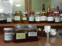 ★オーナー手作りの果実酒。現在20種類以上。どれでも一杯100円でお楽しみ頂けます。
