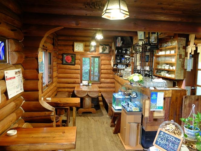 コーヒーハウス1階