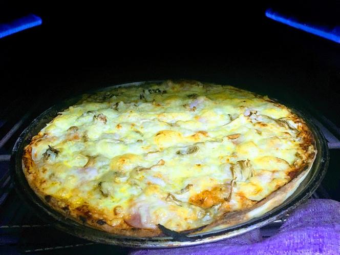 オーブン出し、熱々ピザ