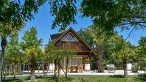 """*【ログハウス A-type """"Palm Terrace""""】そら植物園プロデュースの特別なログハウス"""