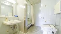 *【部屋(本館バリアフリー)】車椅子対応部屋。シャワーブースにてバリアフリー仕様