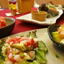料理_少量ずつ、たくさんのお料理が味わえます (1)