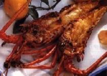 プリップリの伊勢海老は鬼殻焼きにしても甘〜くて美味しい