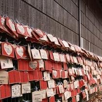 「伊香保神社」に結ばれたたくさんの絵馬