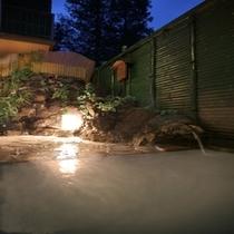 ■男湯 『坪庭風露天風呂』 宿の目の前にある地蔵の湯源泉より新鮮な泉質がこんこんと湧き出ております。