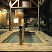 源泉【地蔵の湯】は宿のすぐ隣の源泉所から噴出し、宿に直引きしております。