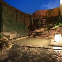 ■女湯 『坪庭風露天風呂』  加温、加水、もちろん一切無しの100%かけ流しの泉質。