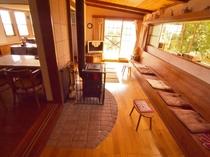 薪ストーブのあるリビング・スペース