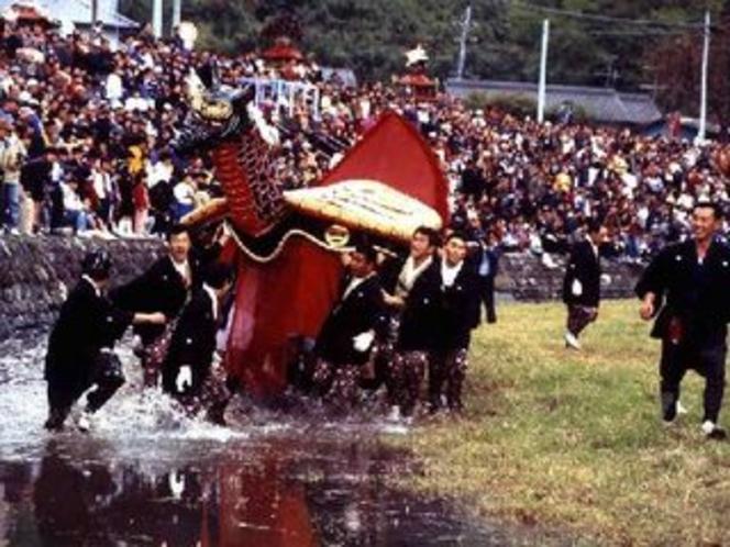 妙見祭「亀蛇」は、亀と蛇が合体した想像上の動物