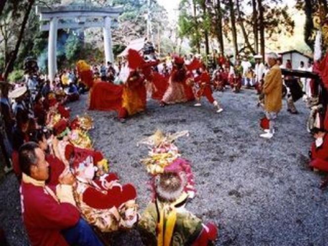 獅子舞は、元禄時代の八代城下の豪商・井桜屋勘七が妙見祭に取り入れたのが始まりと伝えられています。