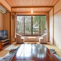 *【部屋(東館和室)】畳の香りがほのかに薫るお部屋でのんびりとお過ごし下さい。