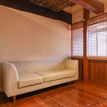 *【部屋(露天付和室)】こだわりの家具でお出迎え。ごゆっくりおくつろぎください。