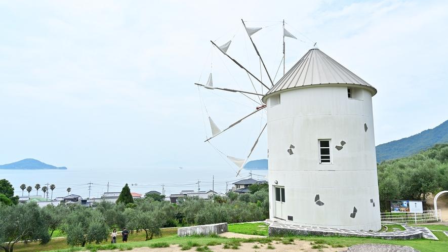 オリーブ園内にある風車のモニュメントは小豆島観光の一番のハイライト★