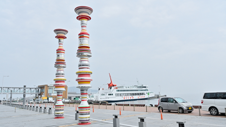ホテル目の前の高松港より直島や小豆島へ★