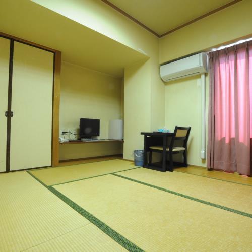 ◆少人数で利用可能な和室6畳。無料wi-fi完備。