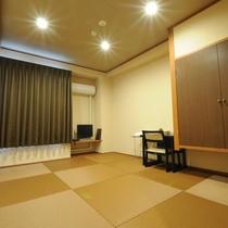 ◆琉球畳を敷いたリニューアル和室6畳。無料wi-fi完備。