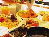 バイキング朝食の盛り付け例です。温かい家庭の味を意識し毎日ご用意しております!