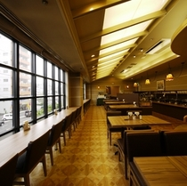 2階レストラン「ザ・ベランダ」