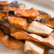 日替わりの魚料理 一例(鮭の塩焼き)