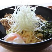広島が発祥! 汁なし坦々麺
