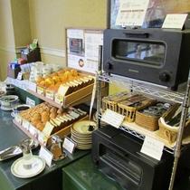 ■朝食■パンコーナー スチームトースター「バルミューダ」導入