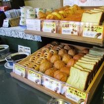 ■朝食■種類豊富なパンコーナー