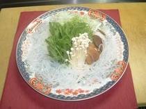 上州豚と添えて出されるみずみずしい野菜。(鍋用)
