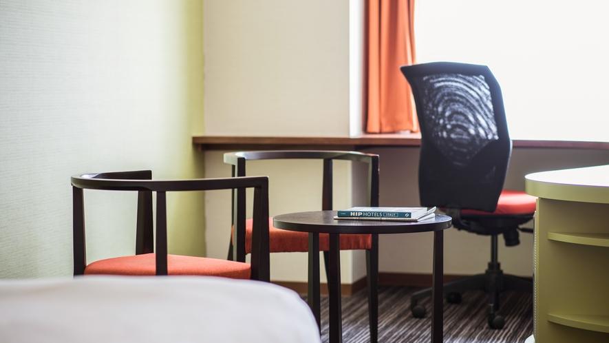 ゆとりのあるデラックスダブルのお部屋はおひとり様のステイケーションやカップルでのご利用に最適です