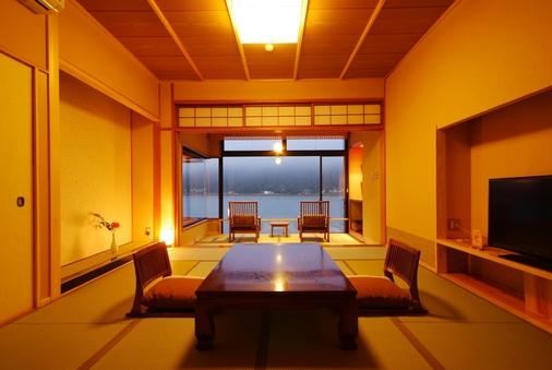 2階和室12畳+広縁4畳(禁煙)【川側】◆夕食は部屋食