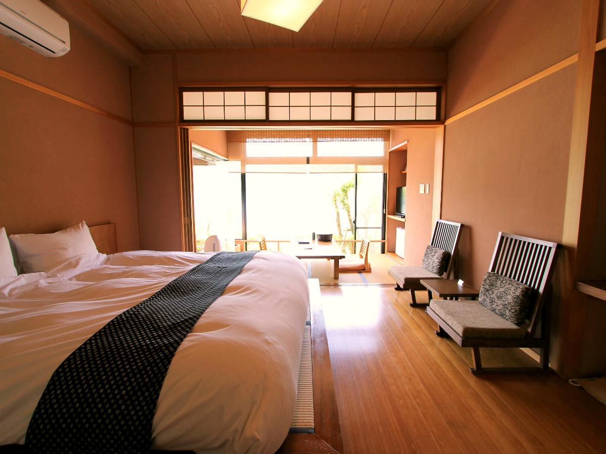 1階洋室ダブル+広縁4畳(禁煙)◆カップル・ご夫婦に【川側】