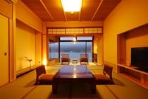2階和室12畳+広縁4畳◆夕食は部屋食で【川側】