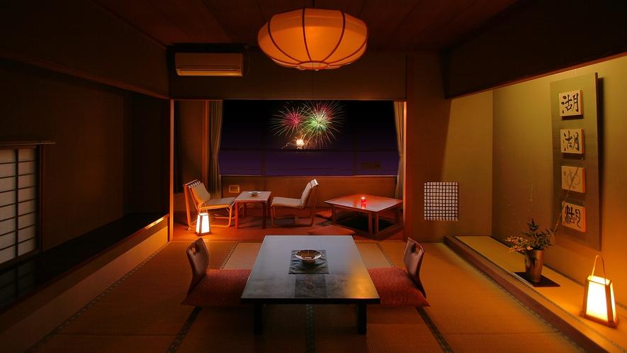 夏には諏訪湖側の夢屋敷から、花火もご覧いただけます(写真はイメージ)