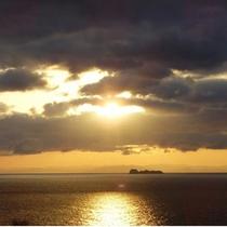 テラスから見える朝日