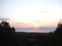 東京湾の伊豆大島と日の出