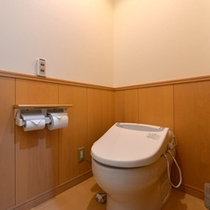 *和室6畳(客室一例)/ウォシュレットタイプのお手洗いを完備いたしております。