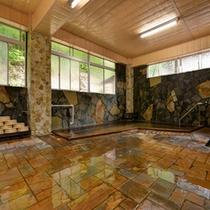 *男湯/檜の香りがほのかに薫る大浴場。24時間いつでもご入浴いただけます。