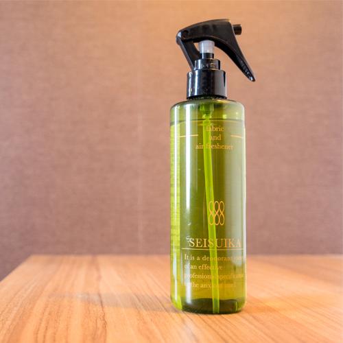 気になる匂いがお洋服に残っていても、スプレーでしっかり消臭、除菌。